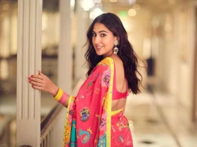 Sara Ali Khan ने प्रिंटेड साड़ी में शेयर की तस्वीरें, महिलाओं को दिया ये खास संदेश