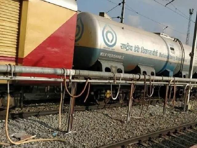 Indian Railways : 'दूध दुरंतो' के जरिये आंध्र प्रदेश से 10 करोड़ लीटर दूध पहुंचा दिल्ली
