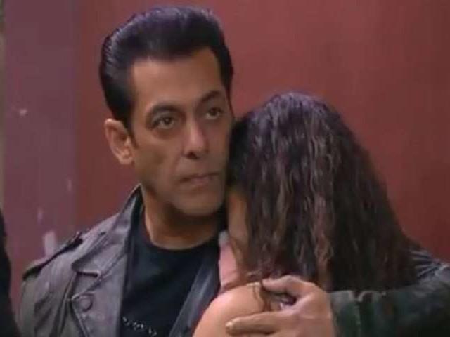 Bigg Boss 13: Arhaan Khan को लेकर रश्मि देसाई की मां और भाई ने दी थी ये सलाह!