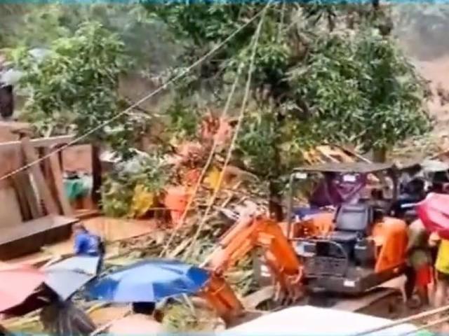 കവളപ്പാറ ദുരന്തത്തിൽ മരണം പത്തായി, 30 കുടുംബങ്ങൾ മണ്ണിനടിയിലെന്ന് നാട്ടുകാർ