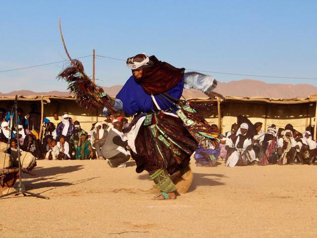 Tuaregs celebrate culture in Niger Sahara festival