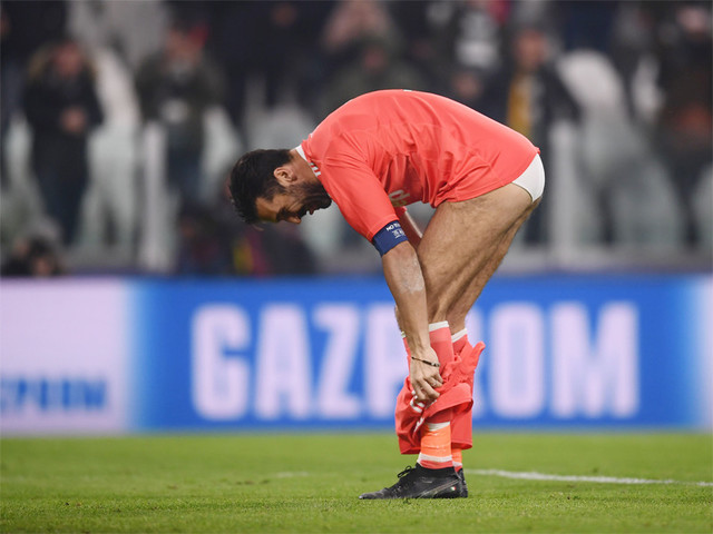 Buffon stuns fan by throwing him his shorts