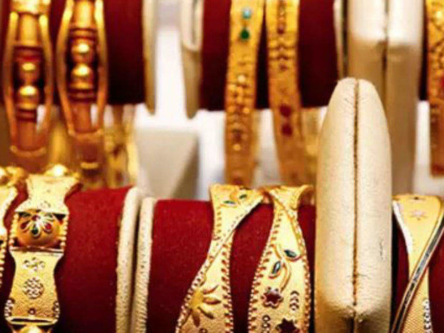 Gold surges to fresh all-time high of Rs 38,470