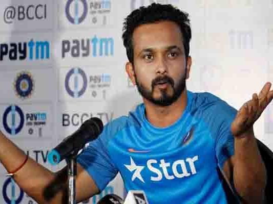श्रीलंका के खिलाफ तीन मैचों की वनडे सीरीज के लिये चोटिल जाधव की जगह सुंदर टीम में
