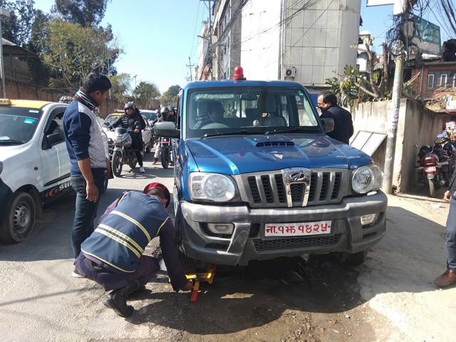 Police vehicle wheel-locked in Anamnagar