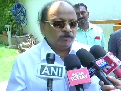 Rebel Karnataka Congress MLA Roshan Baig detained