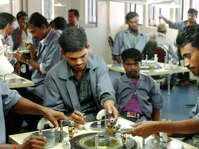 Code on Wages 2019 becomes a reality; minimum wage for 50 crore workers on the anvil