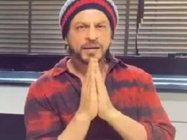 कोरोना वायरस से डरे शाहरुख खान ने हाथ जोड़कर कही ये बात, VIDEO हो रहा तेजी वायरल