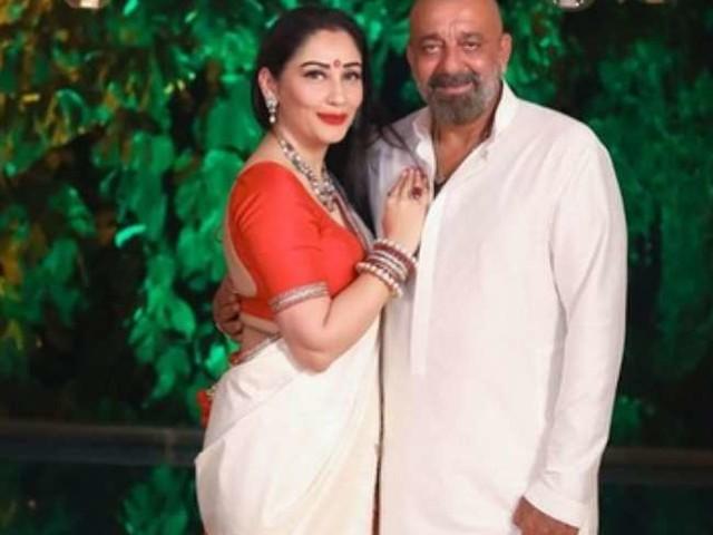 Sunjay Dutt के जन्मदिन के बाद पत्नी मान्यता दत्त की ये सीजलिंग तस्वीर हुई वायरल, मल्टी कलर शॉर्ट फ्रॉक में दिखा ग्लैमरस अंदाज