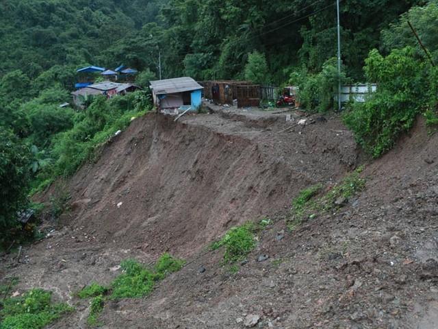 Dharan-Dhankuta road at risk due to incessant rain