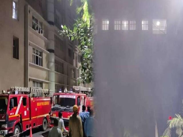 AIIMS के कन्वर्जेंस ब्लॉक की नौवीं मंजिल पर लगी आग, मौके पर दमकल की कई गाड़ियां मौजूद