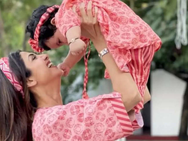 Pics: Shilpa twins with daughter Samisha