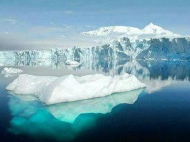 Robot gives rare glimpse under Antarctic sea ice