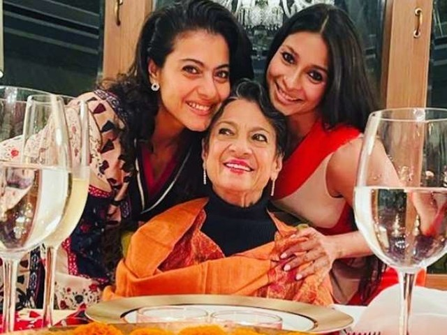 तनुजा ने 78वें जन्मदिन पर बेटियों के साथ किया डिनर, तस्वीर में बेहद खुश नजर आईं मां- बेटी