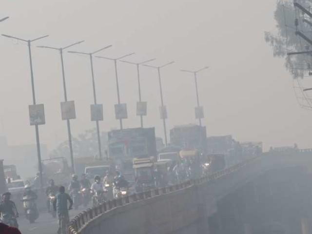 Weather and Pollution Update : तापमान में गिरावट के साथ बढ़ी ठंड, प्रदूषण में नहीं हुआ सुधार