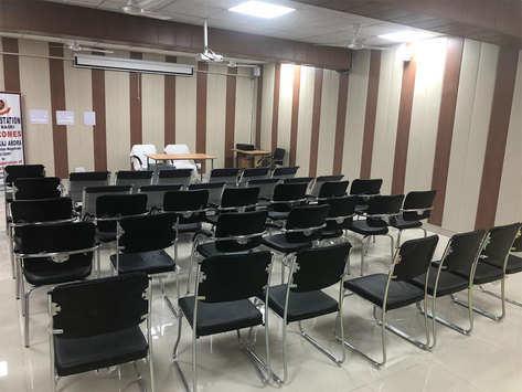दिल्ली: बच्चों के लिए थाने में बनावाया स्टडी रूम