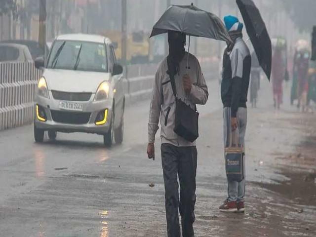Weather Update: पश्चिमी विक्षोभ के चलते फिर बढ़ा तापमान, इन इलाकों में बारिश का पूर्वानुमान, जानें- अपने शहर का हाल