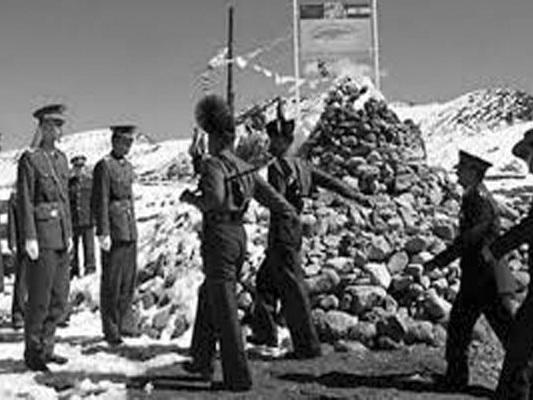 डोकलाम में 1800 चीनी सैनिकों ने डाला डेरा