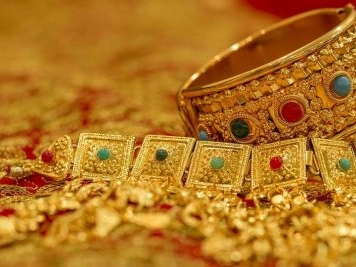 Gold prices breach Rs 40,000 mark, silver hits new highs