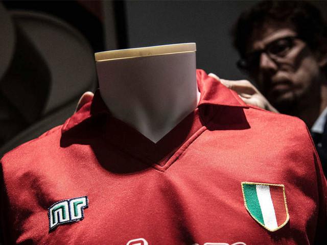 Unique Diego Maradona shirt sold for 12,000 euros