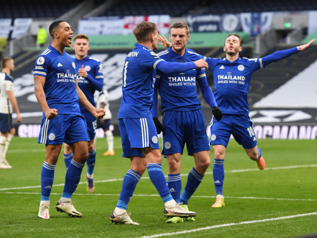 Leicester march on, Chelsea end slump