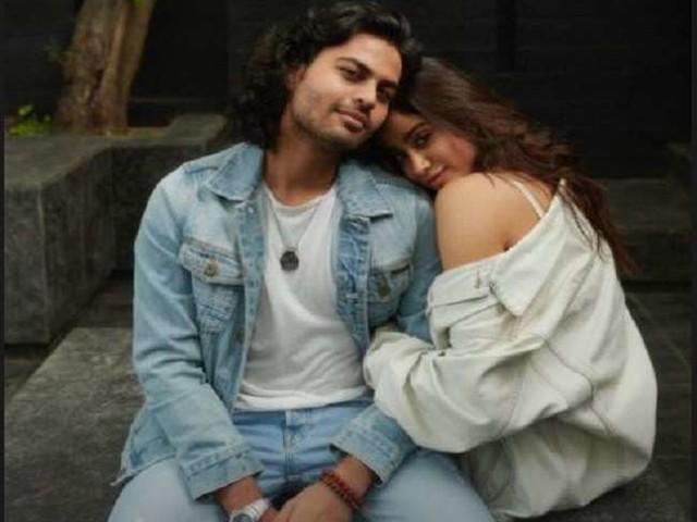 Janhvi Kapoor को एक्स ब्वॉयफ्रेंड अक्षत राजन ने किया 'किस', वायरल हुआ वीडियो