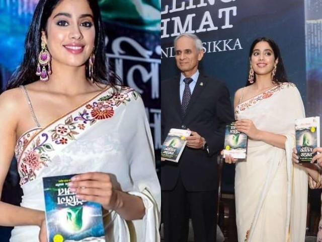 Janhvi Kapoor नें बुक लॉन्च पर की ये हरकत, ट्रोलर्स ने कहा- पढ़ना नही आता क्या?