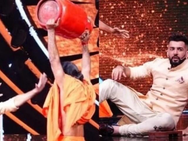 रामदेव बाबाच 'शक्तिमान'; इंडियन आयडॉलमध्ये उचलला सिलेंडर