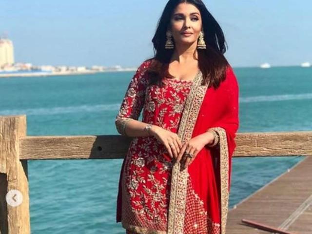 Aishwarya Rai Bachchan का 27 साल पुराना वीडियो हुआ वायरल, क्राउन पहनें रोते हुए बच्चे को दुलारती आईं नजर