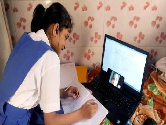 ऑनलाइन पढ़ाई में ढिलाई पर संसदीय समिति हुई सख्त, स्मार्ट फोन की जगह सेटेलाइट टीवी के जरिये पढ़ाने का सुझाव