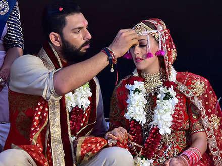 विराट ने की डेस्टिनेशन वेडिंग, यहां हुई थी बाकी स्टार इंडियन क्रिकेटर्स की शादी
