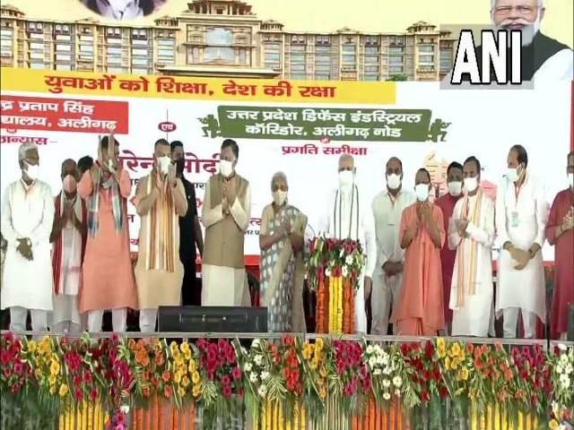 PM मोदी ने राजा महेंद्र प्रताप सिंह स्टेट यूनिवर्सिटी का किया शिलान्यास, अलीगढ़ कार्यक्रम की देखें तस्वीरें