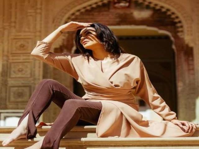 Sushmita Sen ने 'आर्या' के शूट के दौरान की तस्वीर की शेयर, लिखा- 'हर महिला में एक आर्या है'