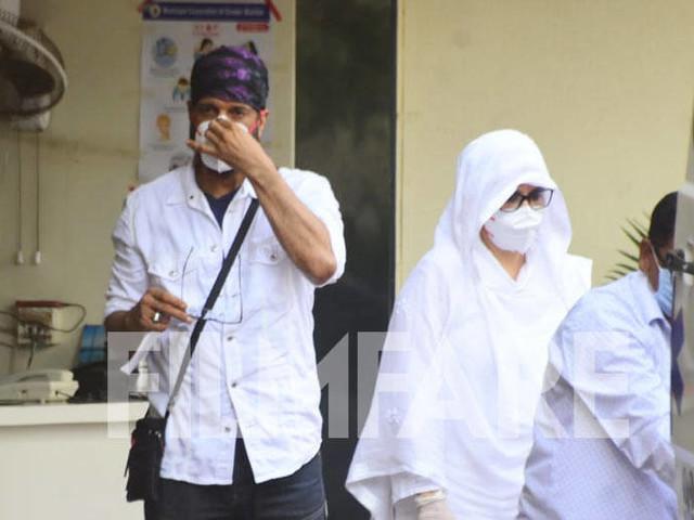 Photos: Javed Jaffrey and Naved Jaffrey spotted ahead of Jagdeepâs last rites