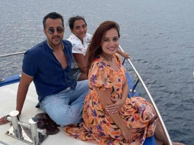 दीया मिर्जा ने शेयर की हनीमून की अनदेखी तस्वीरें, पति वैभव रेखी और बेटी के साथ आईं नजर