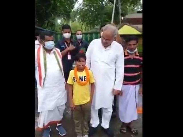 Video: 'बचपन के प्यार' गाने के मुरीद हुए छत्तीसगढ़ के CM, सहदेव दिरदो से मुलाकात कर, बोले-वाह
