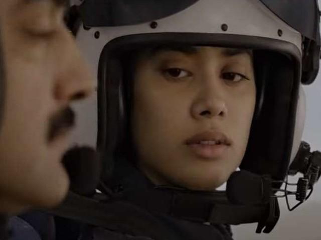 Gunjan Saxena The Kargil Girl Trailer: गोलियों के बीच युद्ध में दिखीं जाह्नवी कपूर, देखें- गुंजन सक्सेना की वीरगाथा का ट्रेलर