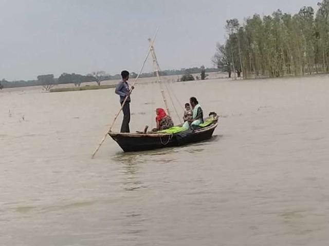 Flood News: भारी बारिश के बाद गुजरात, ओडिशा समेत कई राज्यों में बाढ़ की मार, ट्रेन सेवाएं प्रभावित