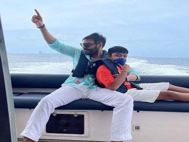 Ajay Devgn के बेटे युग ने 'गोलमाल अगेन' देखने के बाद जानें क्यों पिता को मार दिया था 'चांटा', पढ़ें पूरी खबर