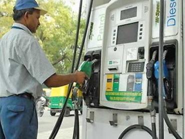 डीजल की कीमत में 11 पैसे की कटौती, पेट्रोल के दाम स्थिर