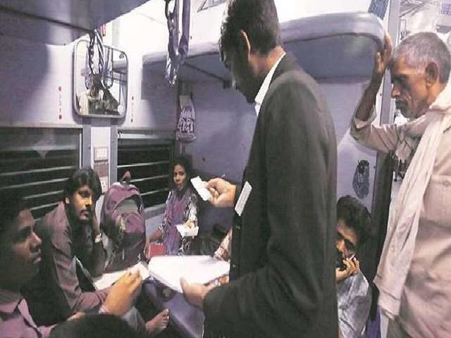 Indian Railways: टीटीई को मानसून सत्र में अंग्रेजों के जमाने की सजा से मुक्ति की उम्मीद, जानें क्या है पूरा मामला