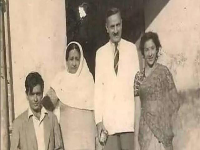 दिलीप कुमार को याद आया गुजरा जमाना, नरगिस के साथ की फोटो शेयर कर पूछ- पता है कब की है?