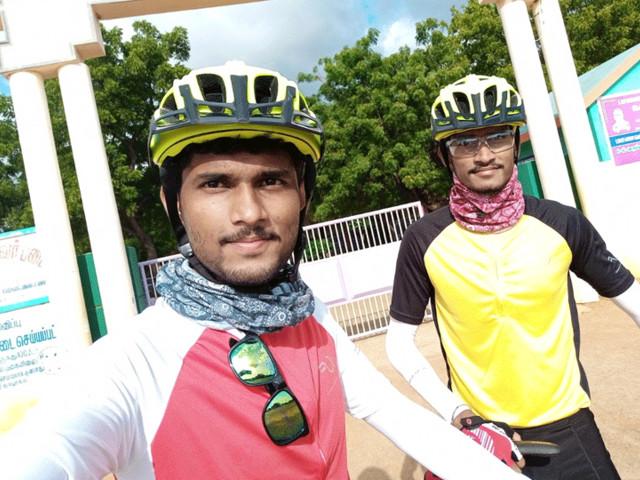 अभियंता युवकांचीअनोखी सायकल रॅली; प्लॅस्टिक मुक्ततेचा दिला संदेश