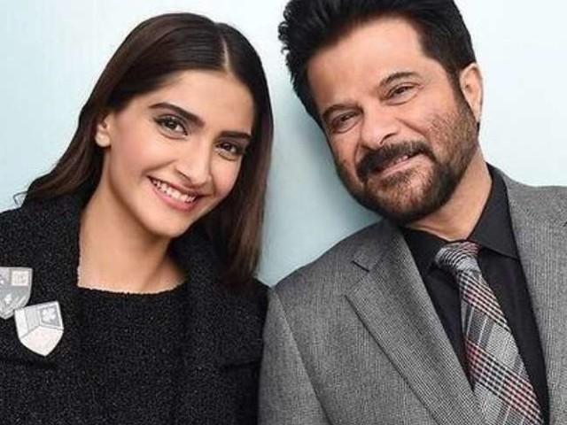 Anil Kapoor की बेटी सोनम कपूर के फोटोशूट ने बढ़ाया इंटरनेट का पारा, ट्रांसपेरेंट्स ड्रेस में शेयर की Photos