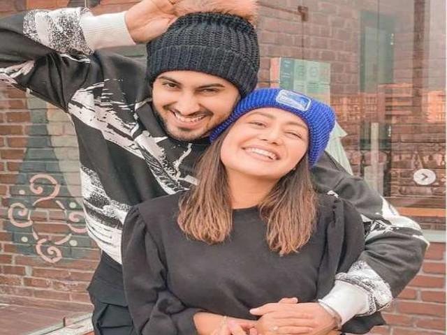 Neha Kakkar ने शादी के 6 मंथ पूरे होने पर फोटो शेयर कर जताई खुशी, लिखा- 'वास्तव में मैं भाग्यशाली हूं'