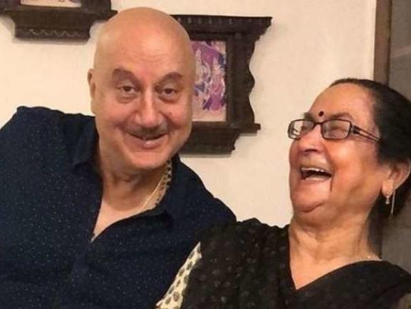 PM Narendra Modi से बात करना चाहती हैं अनुपम खेर की Mom, जानिए क्यों