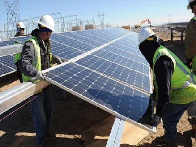 सोलर ऊर्जा का लक्ष्य पाने को हर साल करना होगा 1.19 लाख करोड़ का निवेश,मैन्यूफैक्चरिंग क्षमता बढ़ानी होगी