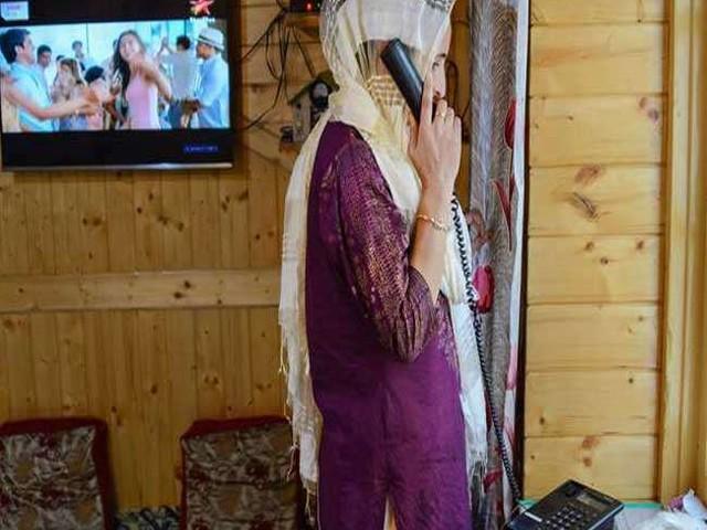 जम्मू-कश्मीर से हटाए गए सभी प्रतिबंध, मोबाइल फोन सेवा कर रही है काम