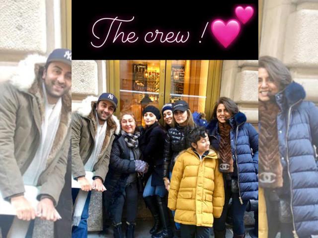 Alia-Ranbir's family pic with the Kapoors