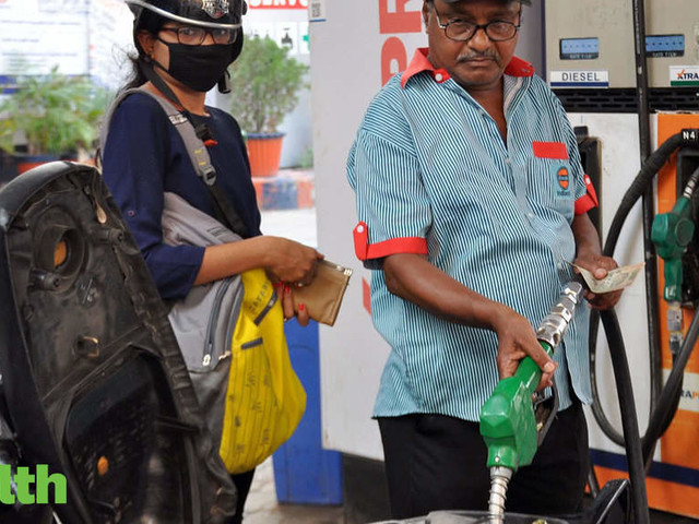 Fuel prices continue upward march, petrol at Rs 70.41/ltr in Delhi